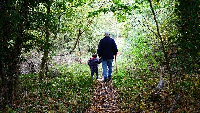 procházka s vnoučetem